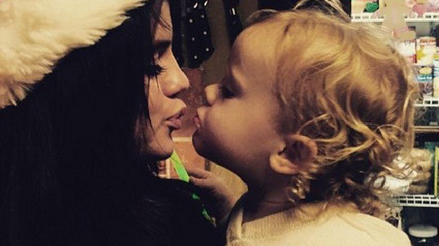 Kuss-Alarm! Selena Gomez herzt kleine Schwester
