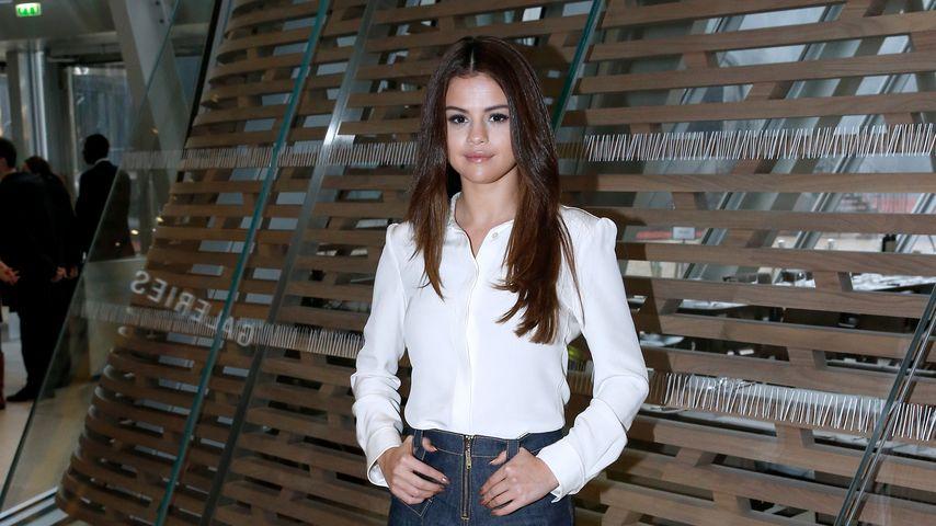 Sexy! Selena Gomez zeigt Kurven im körperbetonten Dress