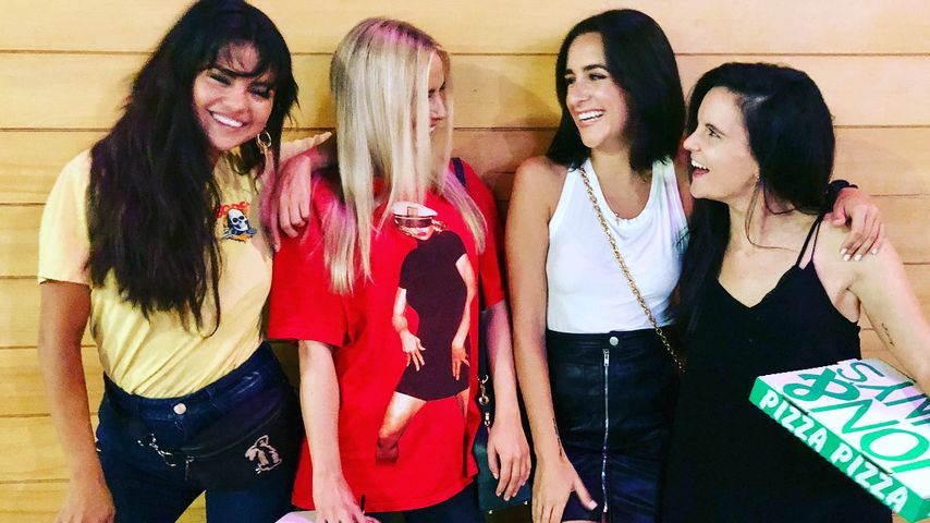 Selena Gomez, Raquelle Stevens, Courtney Lopez und Ashley Cook