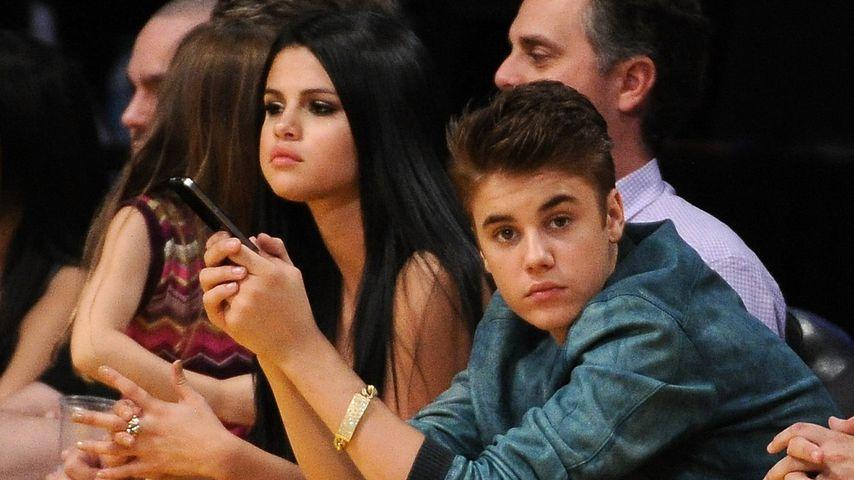 Selena Gomez und Justin Bieber bei einem Basketballspiel im April 2012 in Los Angeles