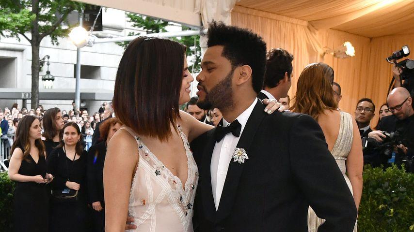 Selena Gomez und The Weeknd auf der Met Gala 2017