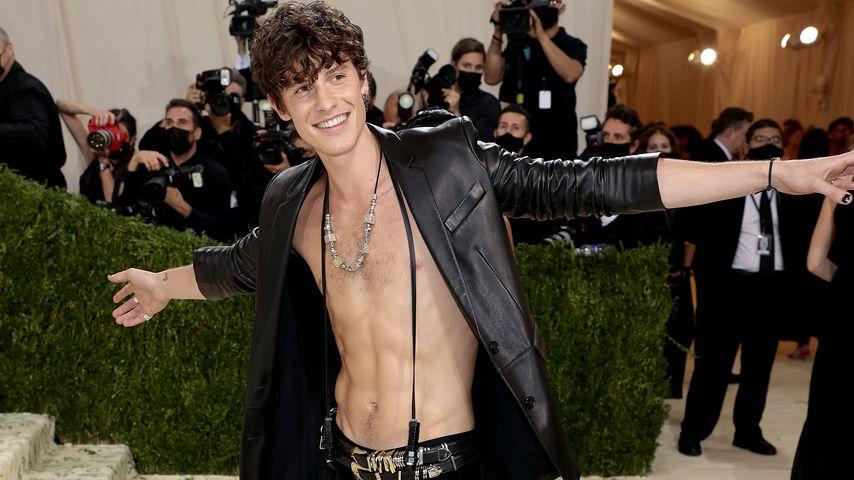 Heiß! Shawn Mendes präsentiert Bauchmuskeln auf Red Carpet