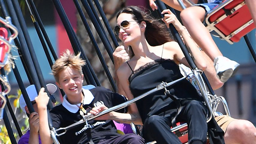 Shiloh Jolie-Pitt und Angelina Jolie in Disneyland im Dezember 2017