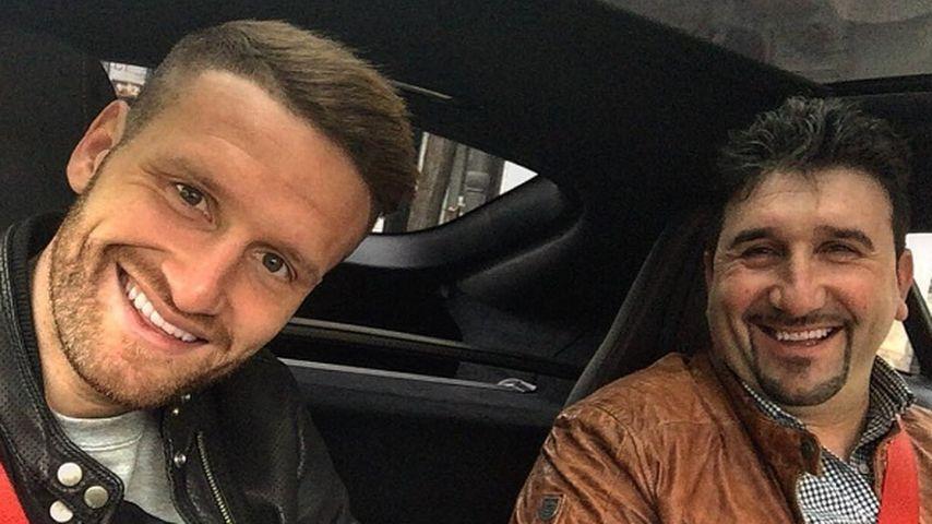 Shkodran Mustafi fährt mit seinem Vater zum Stadion vom FC Valencia