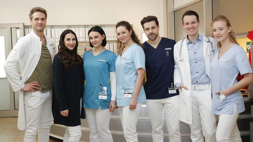 """Sila Sahin mit ihren Kollegen am Set der Serie """"Nachtschwestern"""""""