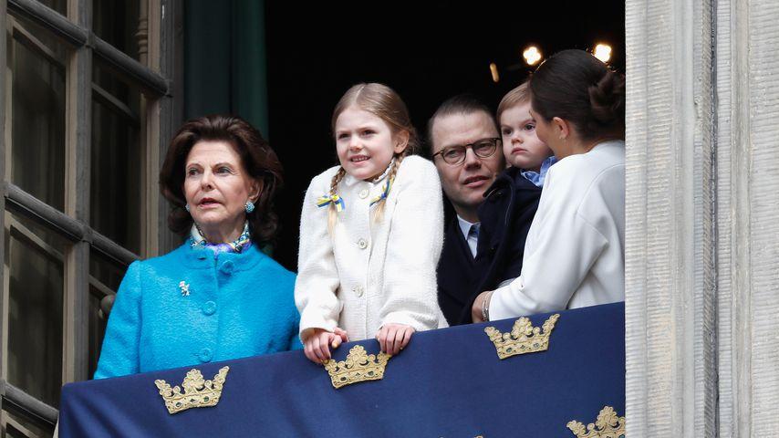 Silvia, Estelle, Daniel, Oscar und Victoria von Schweden an König Carl Gustafs Geburtstag
