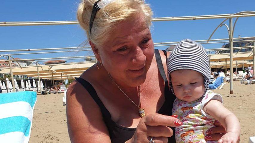 Silvia Wollny mit ihrem Enkelkind, April 2019