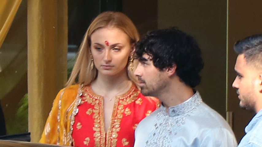 Nicks Hochzeit: Joe Jonas & Sophie in traditionellen Looks!