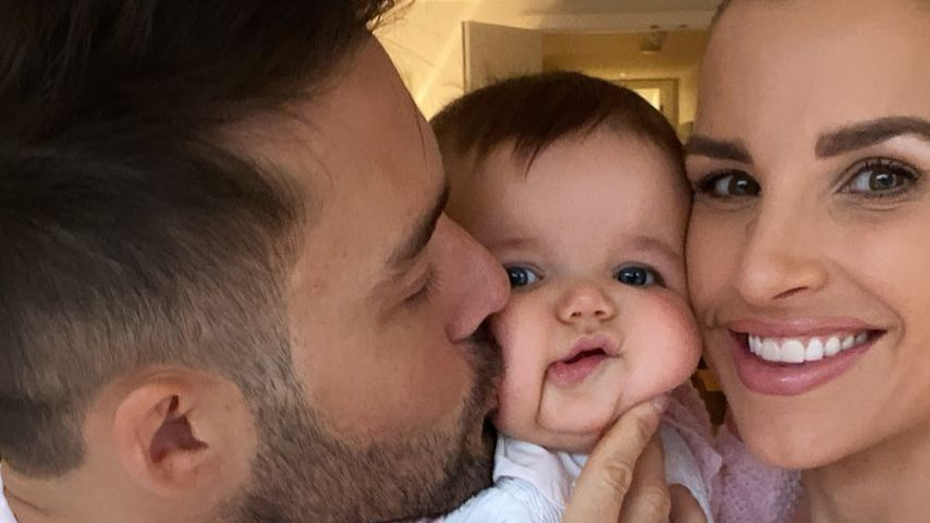 Spencer Matthews und Vogue Williams mit ihrer Tochter Gigi im Februar 2021