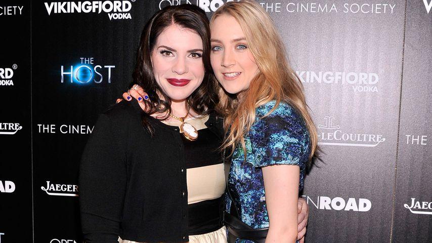 """Stephenie Meyer und Saoirse Ronan bei einer """"Seelen""""-Vorführung in NYC im März 2013"""