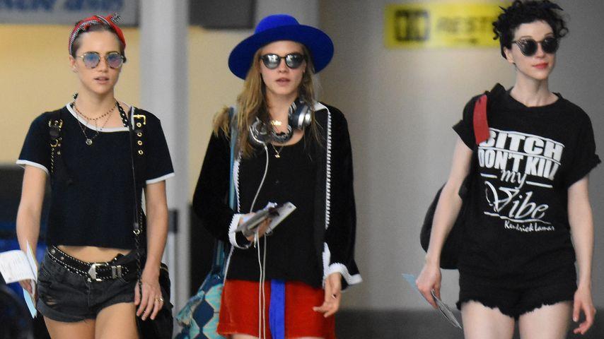 Flughafen-Catwalk: So cool sind Cara Delevingne & ihre Girls