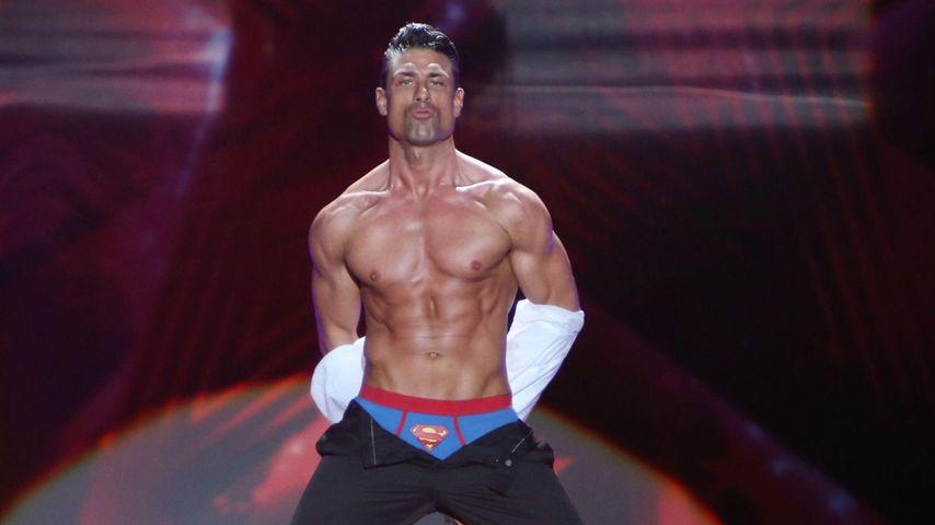 Supertalent: Muskel-Sascha zieht sich aus!