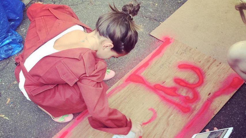 """Katie Holmes zeigt mit Stolz: """"Suri ist meine Künstlerin"""""""