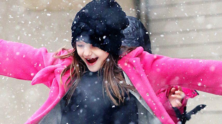 Sie kann lachen! Suri Cruise hat Spaß im Schnee