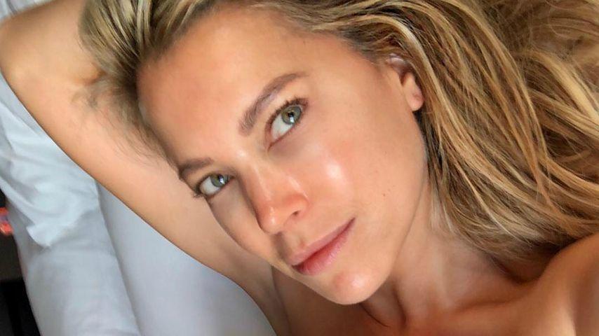 Trägerlos im Bett: Schläft Sylvie Meis hier etwa nackt?