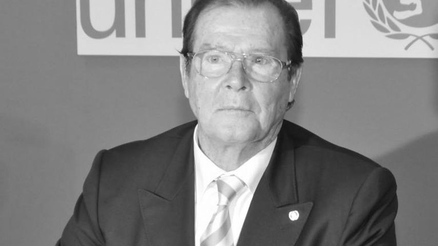 "Eilmeldung: ""James Bond""-Star Roger Moore ist tot!"