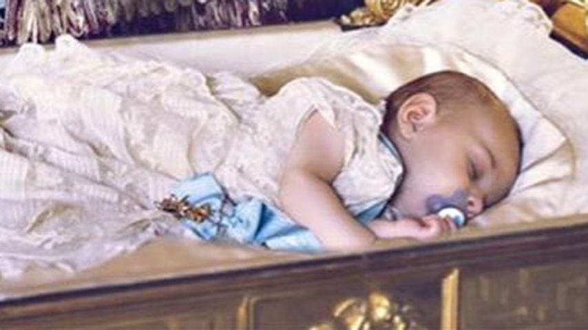Verschlafen! Prinz Nicolas schlummert beim Tauf-Foto