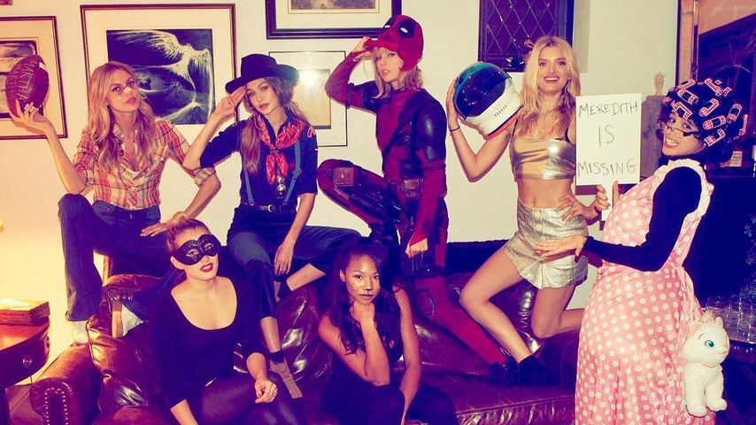 Taylor Swift (hinten, 2. v. r.) mit ihrer Clique an Halloween 2016