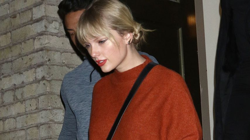 TayTay, Kylie & Co: Diese Stars setzen auf Sweater-Kleider!
