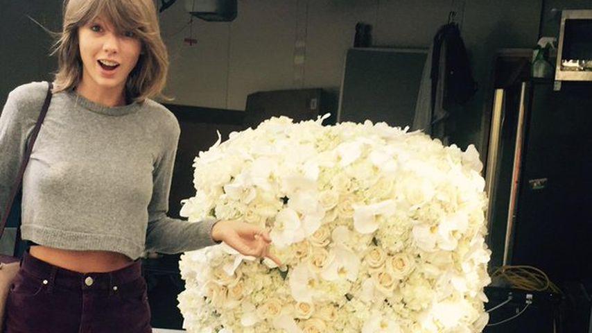 Taylor Swift wird von Kanye West mit Blumen überrascht