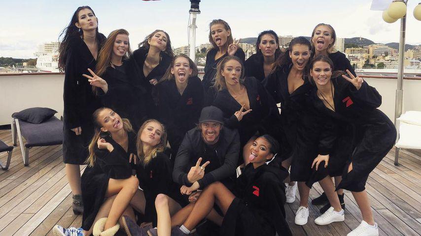 Krasser Live-Walk: Die GNTM-Girls mit Wrestlern im Ring!