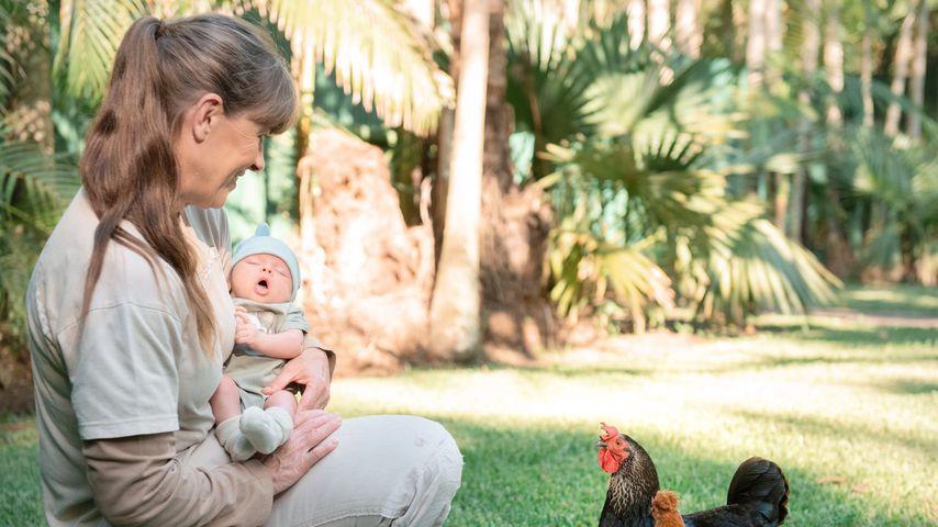 Terri Irwin und Enkelin Grace