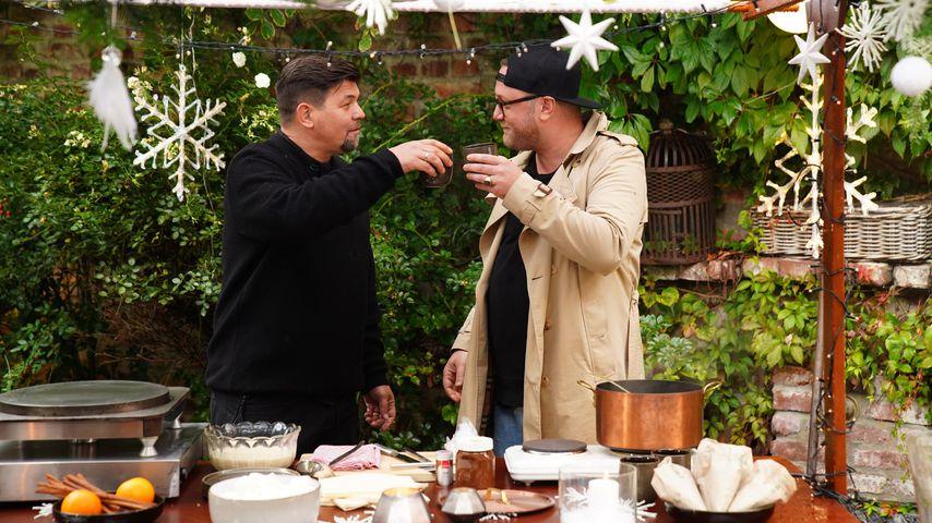 """Tim Mälzer und Max Strohe beim """"Kitchen Impossible: Weihnachtsspecial"""""""