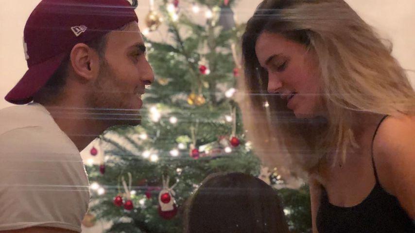 Timur Ülker und Caroline Steinhof mit ihrer Tochter an Weihnachten 2018