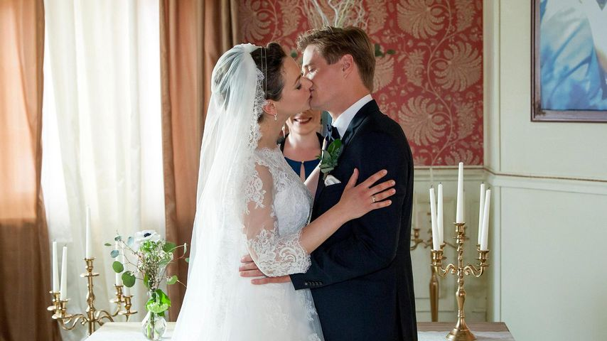 """Tina (Christin Balogh) und Ragnar (Jeroen Engelsman) bei ihrer Traumhochzeit in """"Sturm der Liebe"""""""