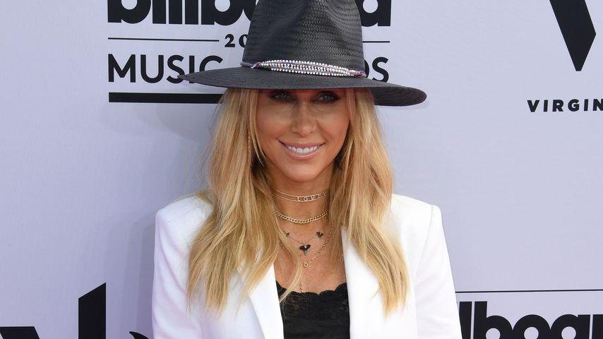 Bei Hochzeit: Miley Cyrus' Mutter nimmt Outfit-Wechsel vor!