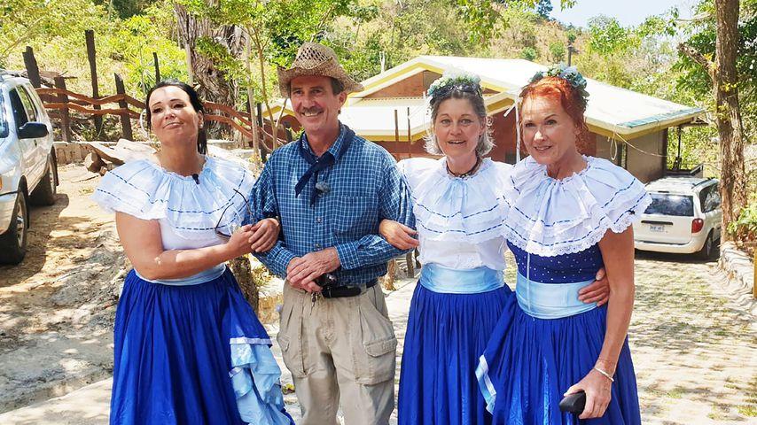 Bauer Tom aus Costa Rica mit Gabriele, Siglinde und Joyce