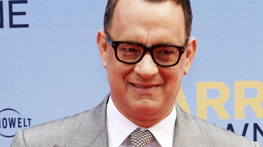 Video: Hier knutscht Tom Hanks die Kamera ab!