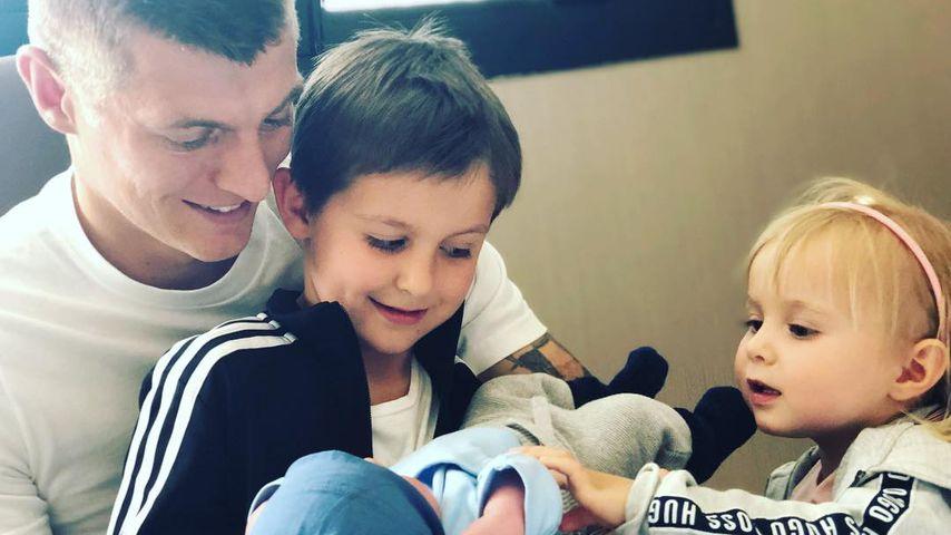 Toni Kroos mit seinen Kindern Leon, Fin und Amelie