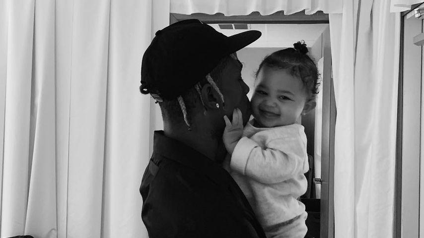 Auf Schmusekurs: Süßes Pic von Travis Scott und Baby Stormi