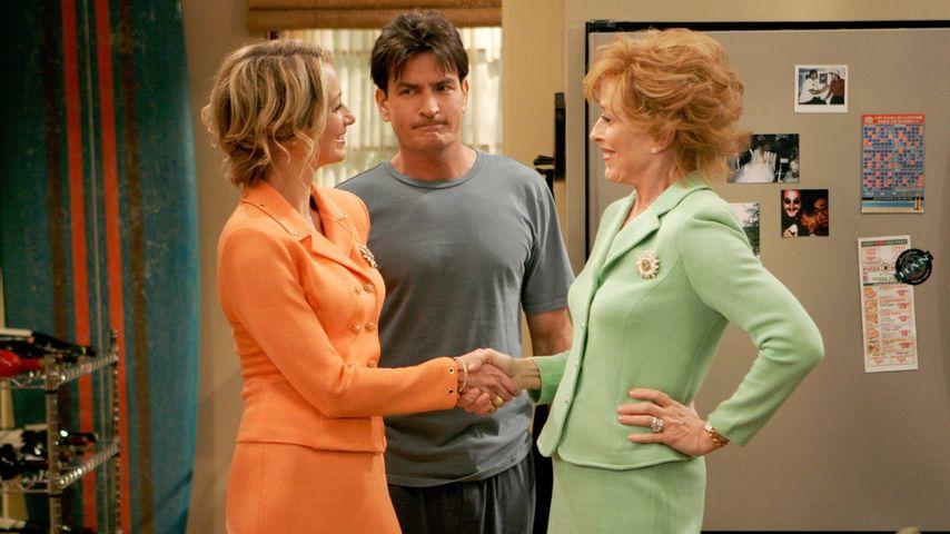 Outing: Charlie Sheens Serien-Mama (72) steht auf Frauen
