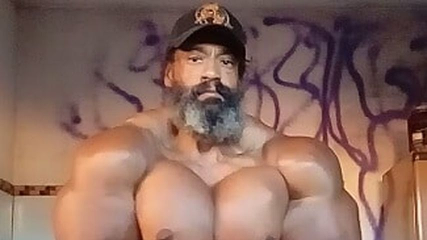 Bizeps & Brüste gespritzt: Brasilianer wird Muskel-Monster