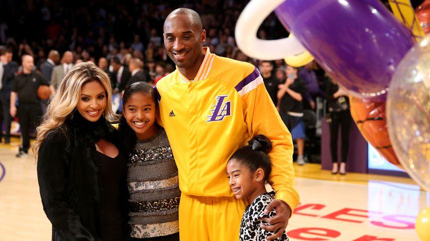 Vanessa Bryant mit ihrem Mann Kobe und den Töchtern Gianna und Natalia, Dezember 2014