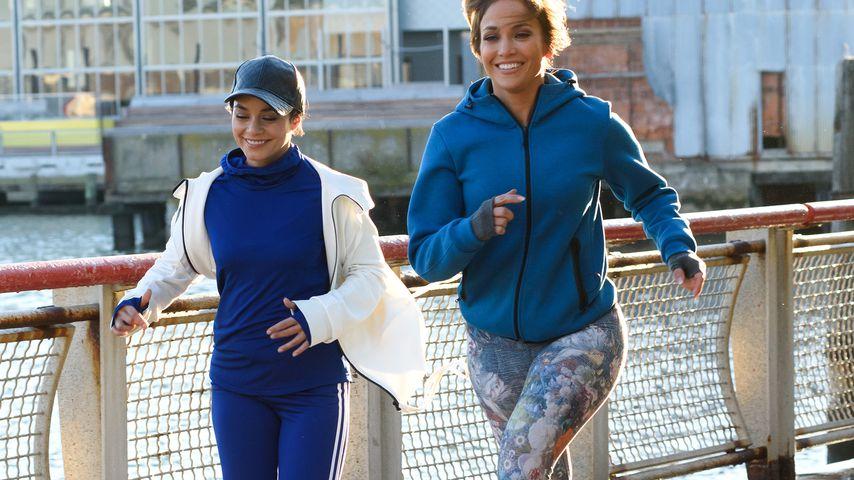 Frauen-Power! Vanessa Hudgens & J.Lo sogar in Leggings sexy