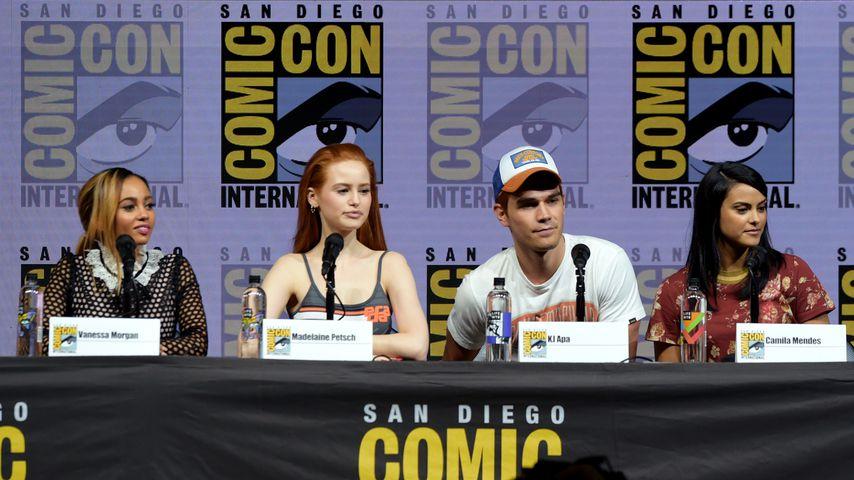 Vanessa Morgan, Madelaine Petsch, KJ Apa und Camila Mendes bei der Comic-Con in San Diego