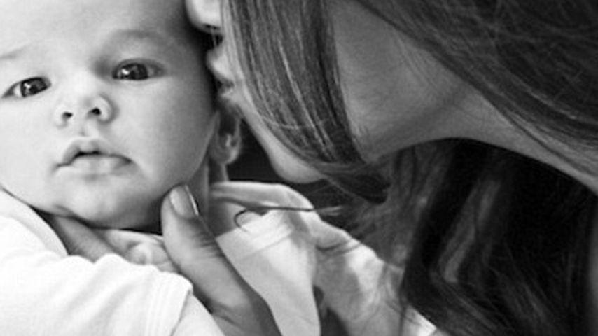 Innig: Vanessa Lachey küsst ihren kleinen Sohn