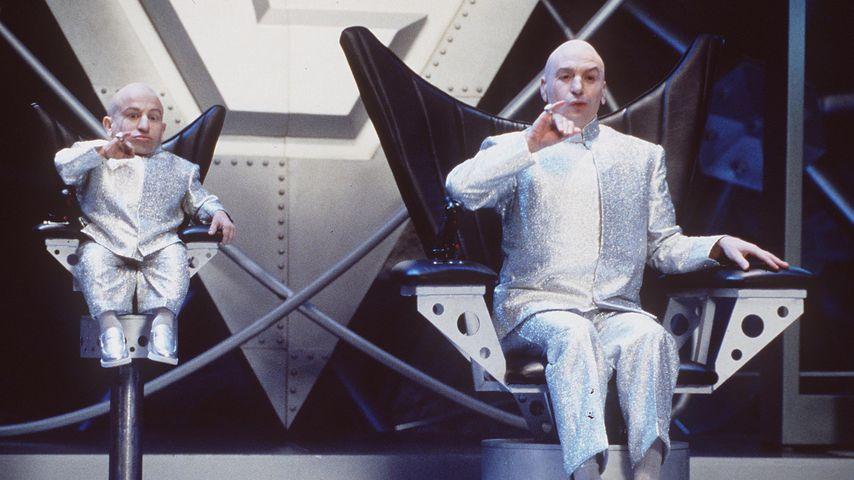 """Verne Troyer und Mike Myers im Film """"Austin Powers – Spion in geheimer Missionarsstellung"""""""