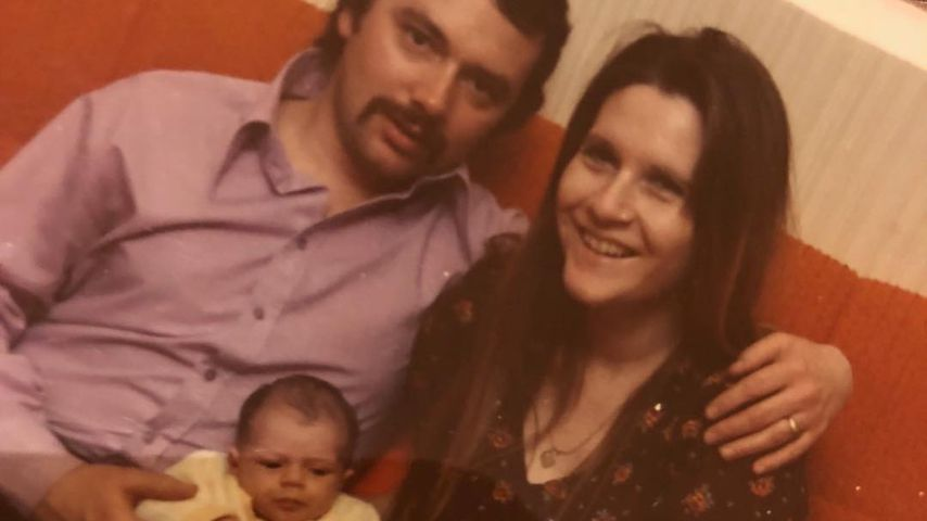 Anthony und Jacqueline Adams, Eltern von Victoria Beckham (Mitte)