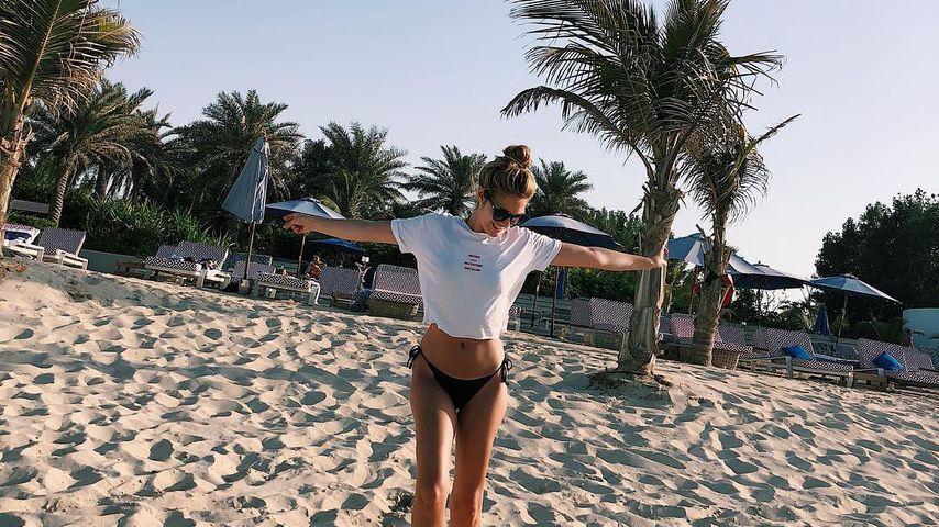Viviane Geppert am Strand von Dubai