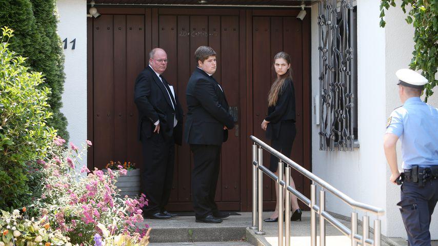 Walter Kohl mit seinen Kindern Johannes und Leyla in Ludwigshafen Oggersheim