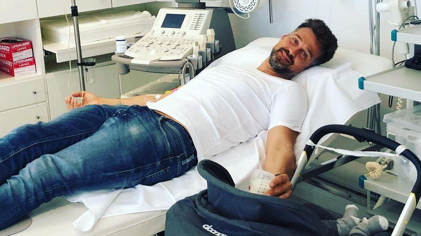 Auch im Krankenbett: Wayne Carpendale kümmert sich ums Baby!