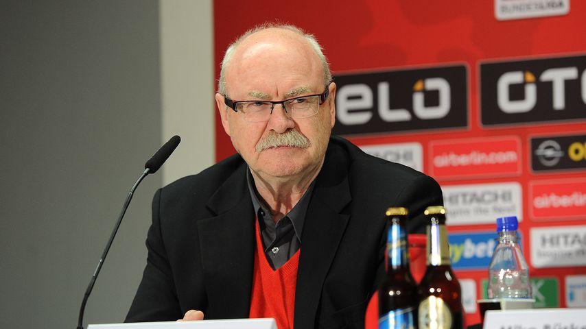 Wolf Werner bei einer Pressekonferenz
