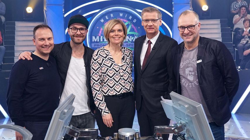 Tim Raue, Mark Forster, Julia Klöckner, Moderator Günther Jauch und Frank Buschmann bei WWM