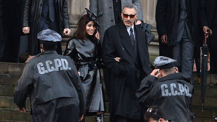 "Zoë Kravitz und John Turturro am ""Batman""-Set in Liverpool"
