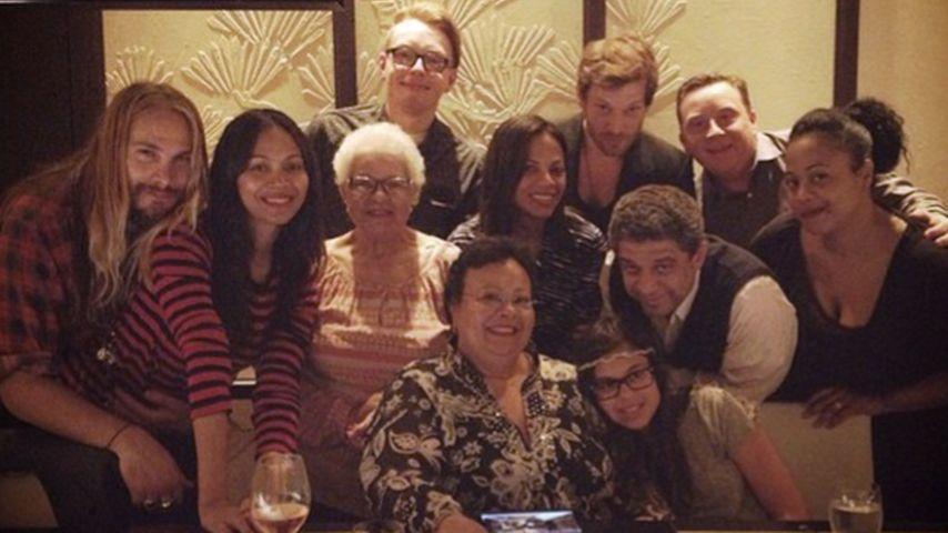 Ausgelassen: Neu-Mama Zoe Saldana in Party-Laune