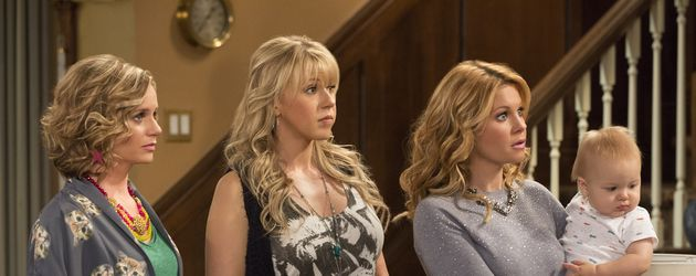 Andrea Barber, Jodie Sweetin, Candace Cameron Bure in Fuller House